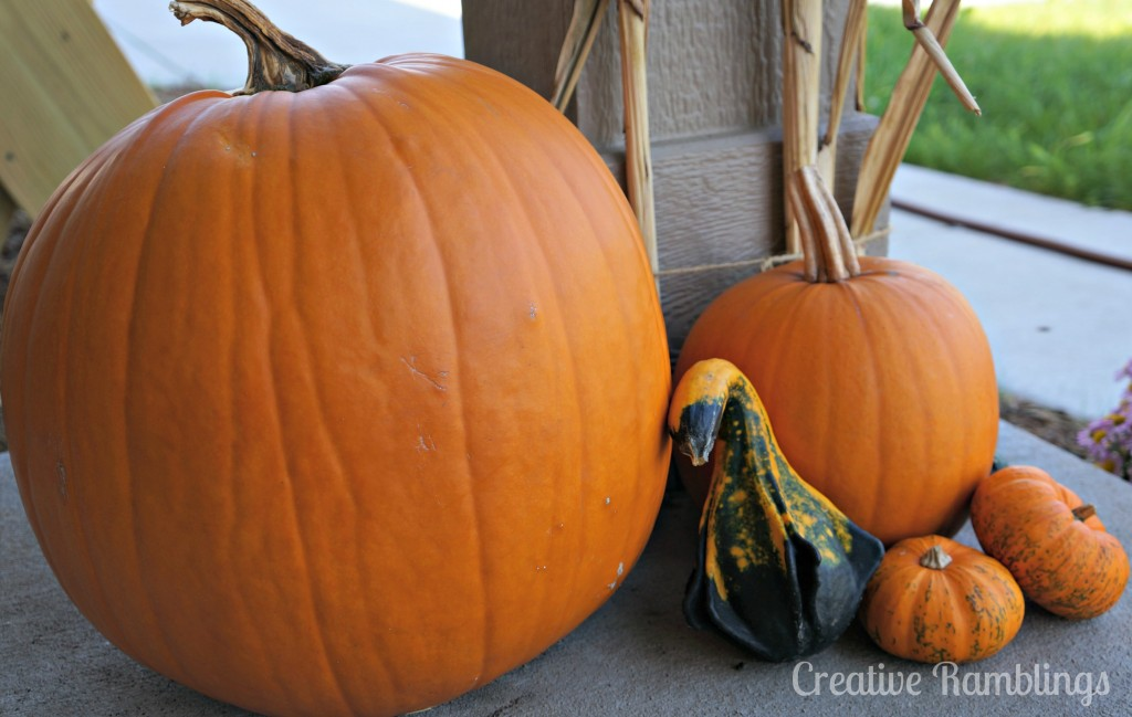 fall front porch pumpkins