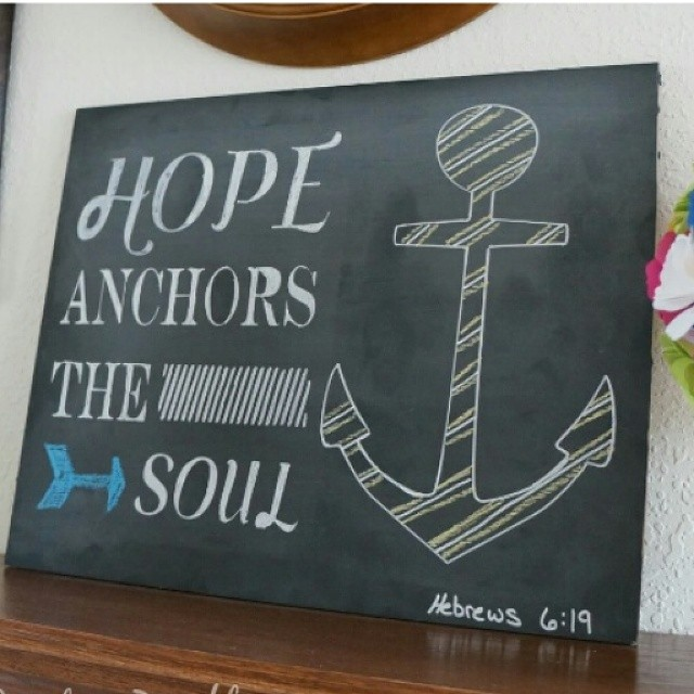 I'm sharing this summery chalkboard art over at Kleinworth & Co. today. Love the fresh look it gives my mantle.  @gigimariephoto #summer #chalkpaint #anchor