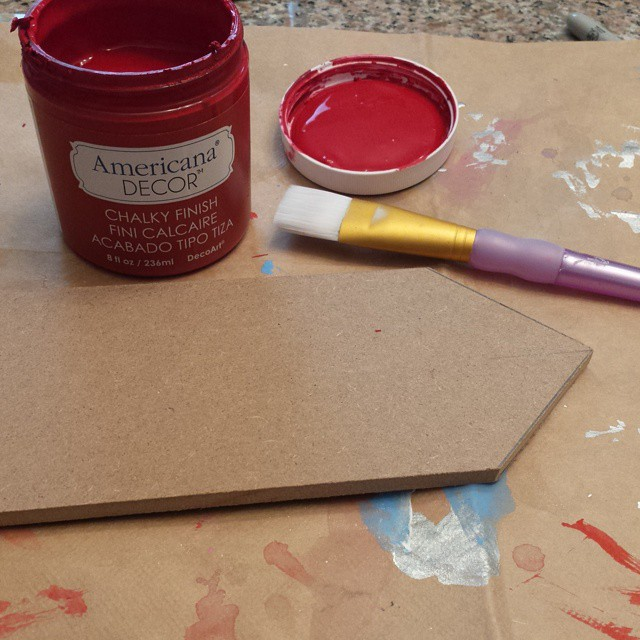 Painting arrows this morning for some outdoor #fall fun. Using my favorite @decoart chalky finish paint. #ilovetopaint