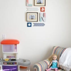 playroom-gallery-wall