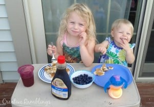 simple summer fun, eating outside #NaturallyClean [ad]