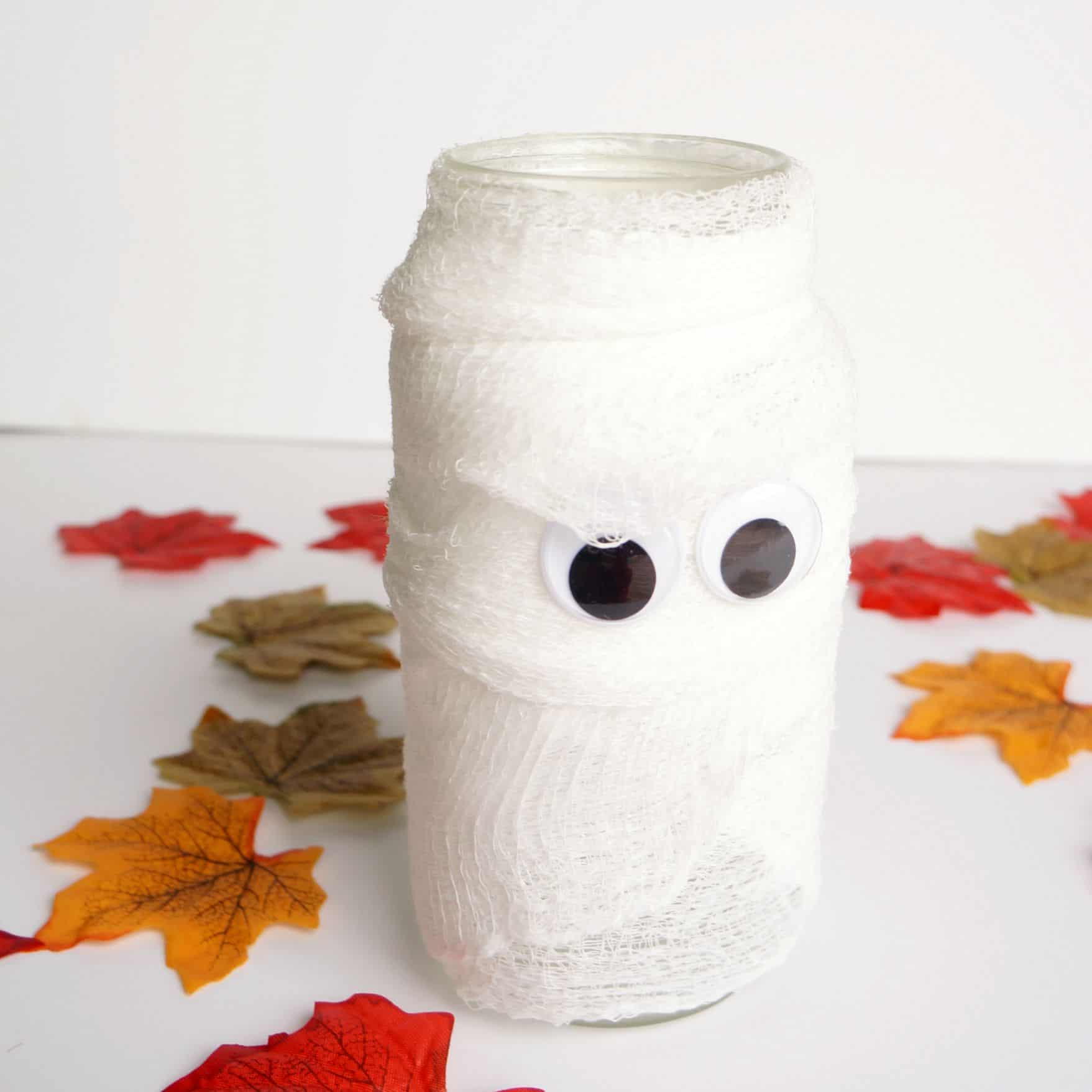 Easy-DIY-mummy-jar-square