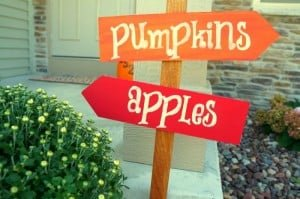 Create this simple fall sign to perk up your fall front porch