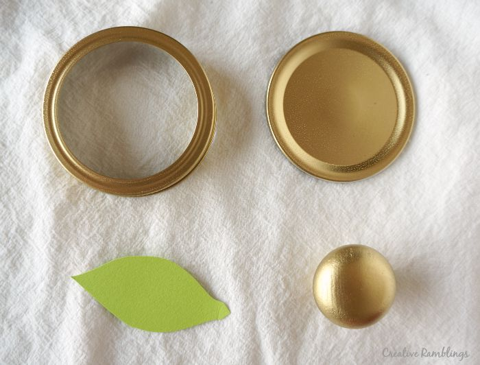 Metallic lid pieces for the top of an apple jar gift