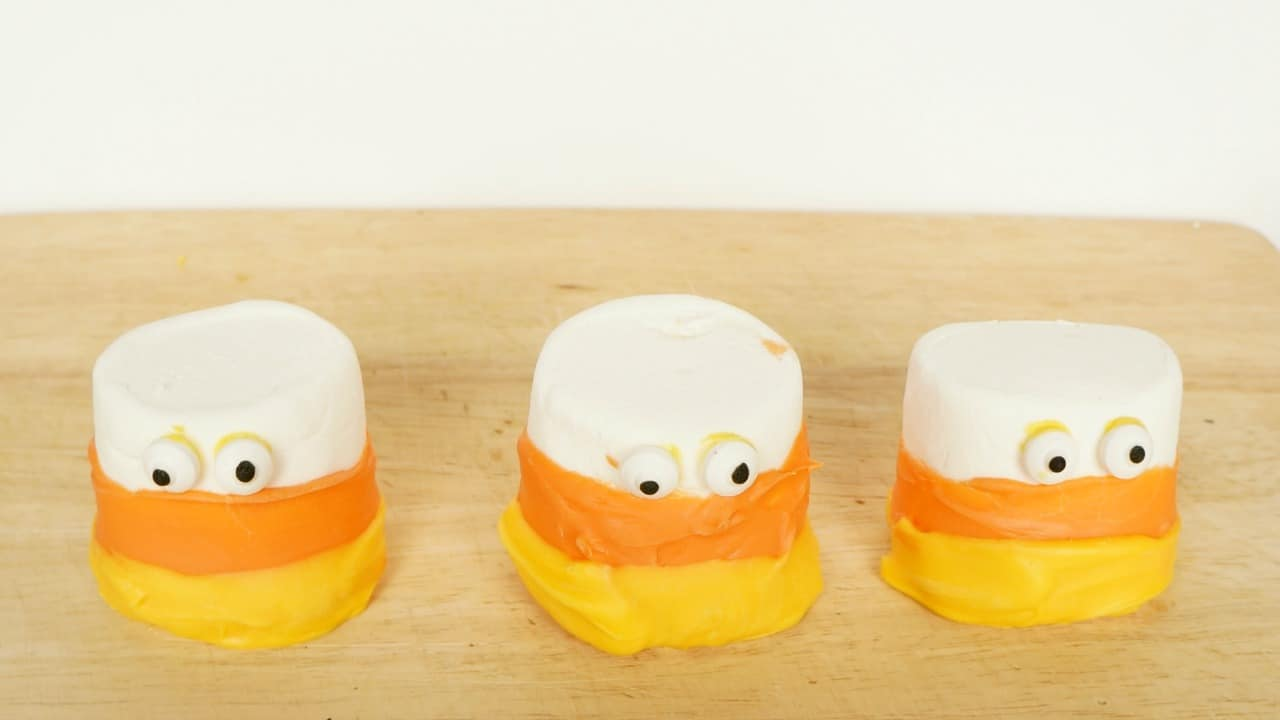 Candy corn marshmallows #MixInMonsterMash AD