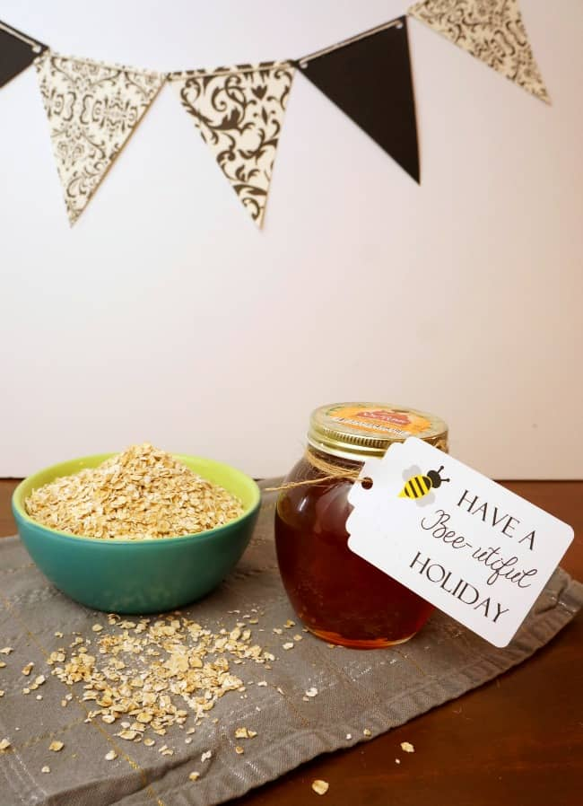 Pair honey and oatmeal for the perfect pick me up gift #honeyforholidays ad