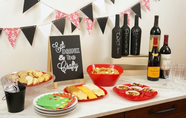 Msg 4 21+ A holiday craft party using simple food and chalkboard theme. Decorate with DIY paper decorations. #HolidayPairings #ad
