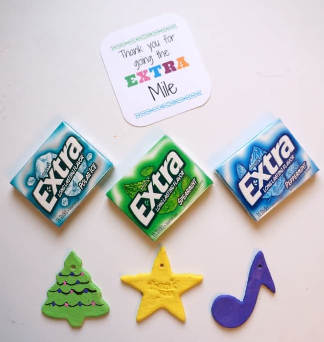 Painted salt dough ornaments, Extra® gum and a simple tag make a great stocking stuffer #PackInMoreMemories ad