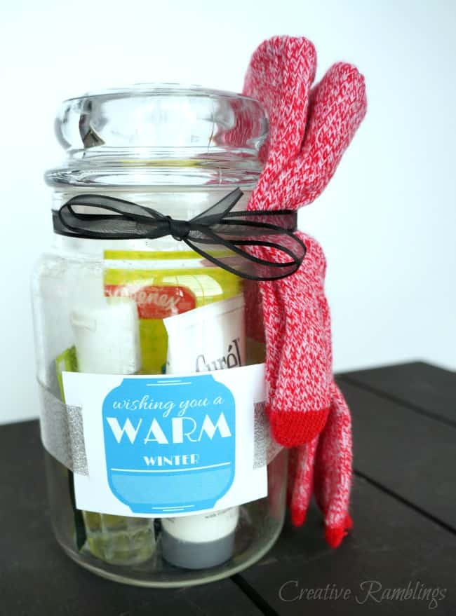 The perfect winter jar gift. Add a few items to keep a friend comfy and warm this winter. Plus a free printable tag.