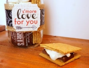 S'mores mason jar gift for Valentine's Day