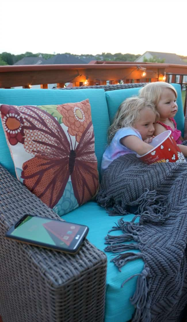 These tips are all you need to enjoy a special family movie night outside AD #DataAndAMovie