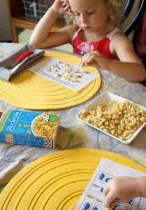 Mac & Cheese matching game for an easy summer lunch #BackToPlay AD