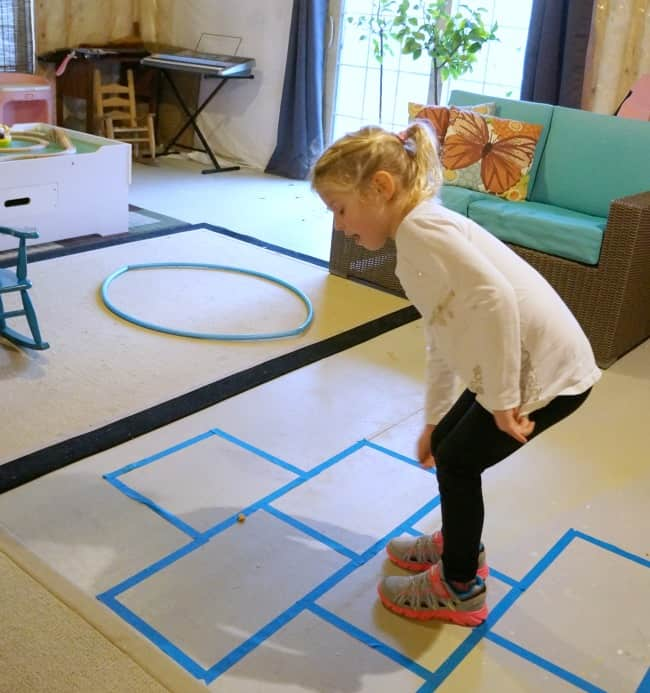 Family Games to Beat Cabin Fever - Goldfish cracker hopscotch #ad #goldfishgametime