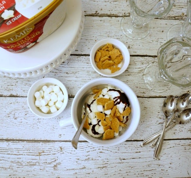 Smores ice cream creation with Kemps #KempsLocallyCrafted #ad