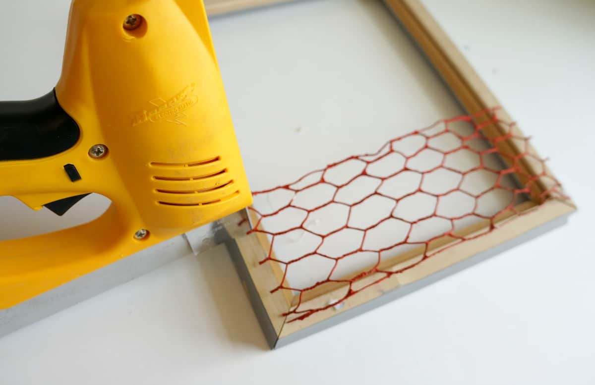 Create a faux chicken wire frame for fall