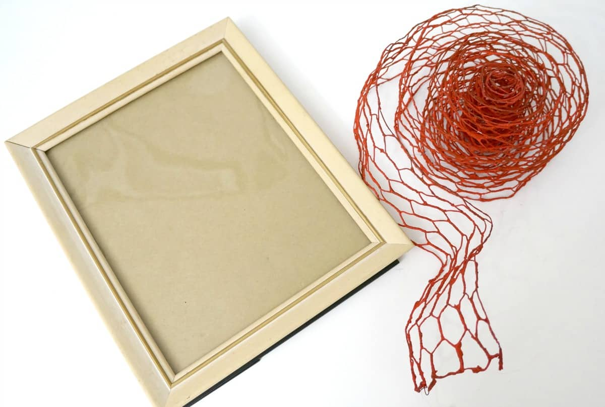 Supplies for faux chicken wire frame for fall