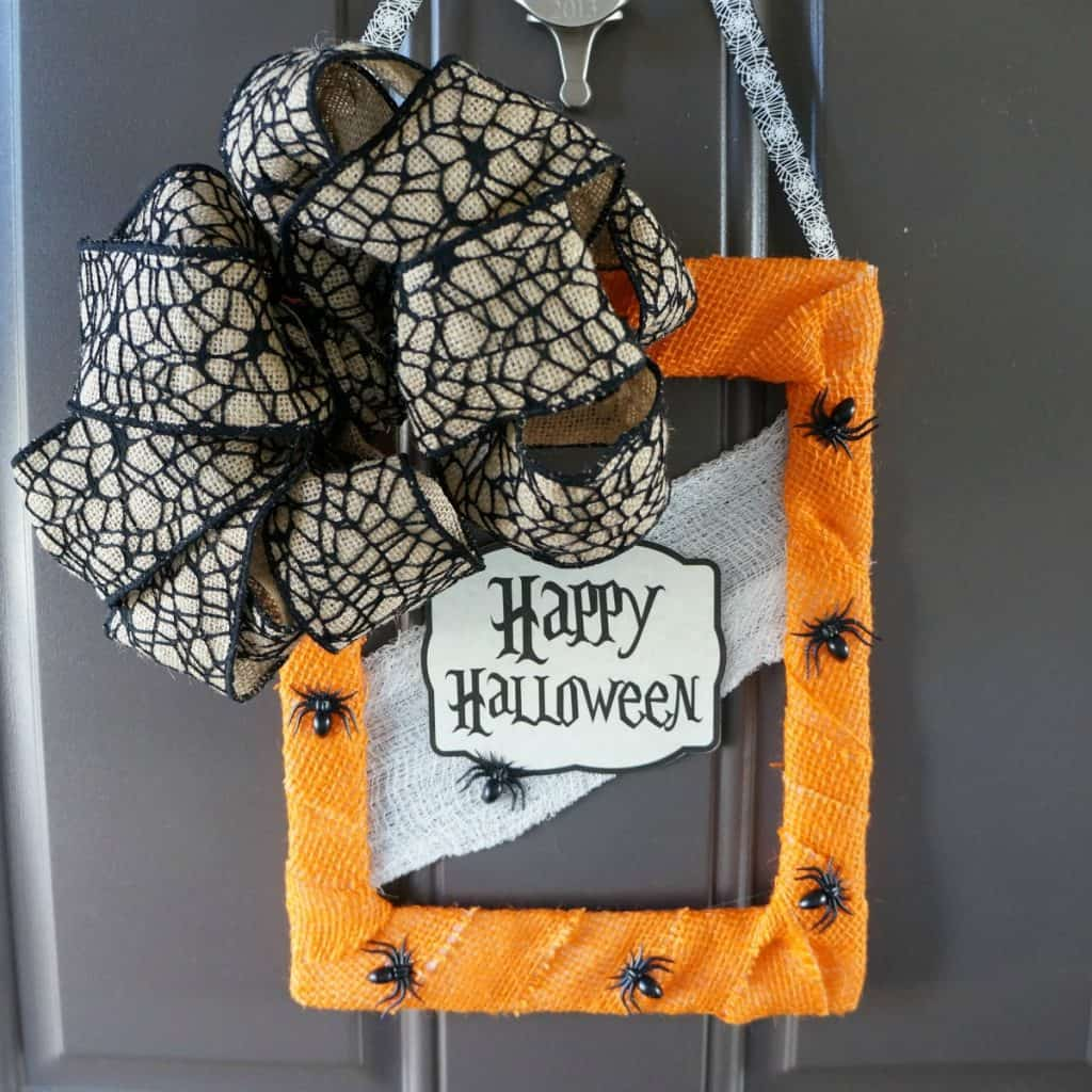 -DIY Halloween door hanger from foor mat