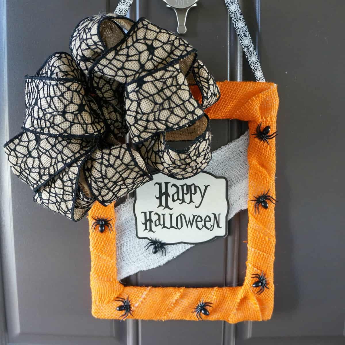 -DIY Halloween door hanger from foor mat