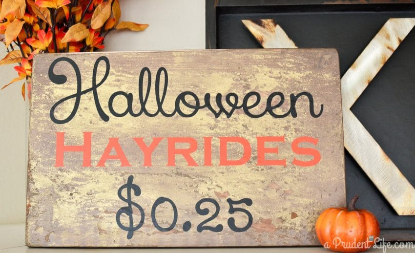 Halloween hayride sign