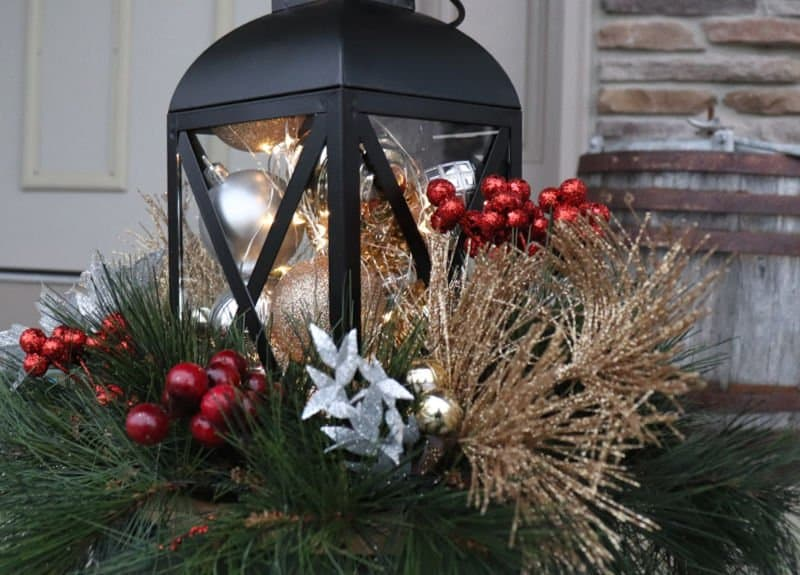 outdoor christmas planter 1