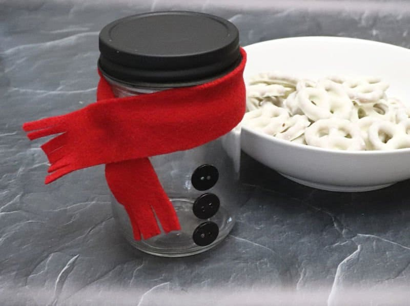 snowman mason jar gift and white chocolate pretzels