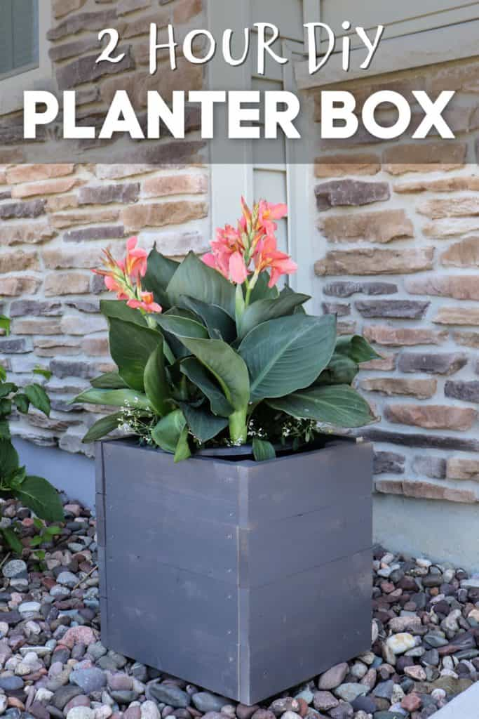 Make this DIY wood planter box