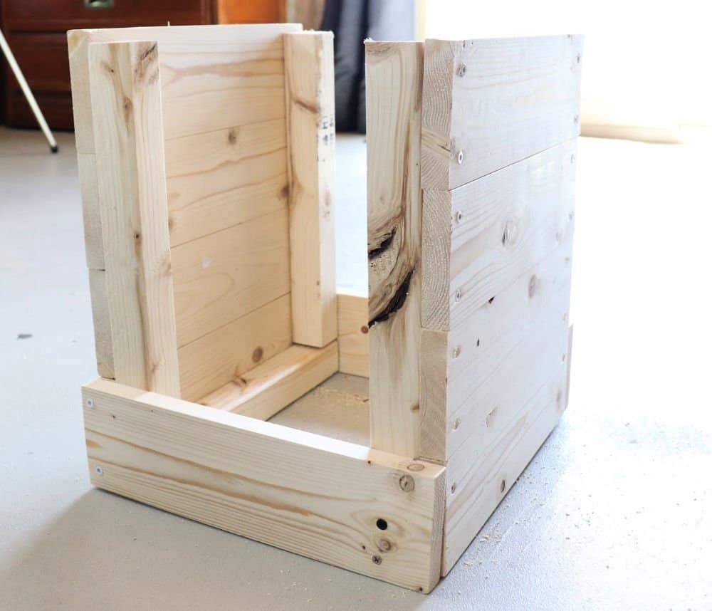 join 2 sides of wood planter box