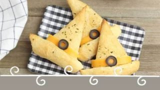 Easy Halloween Appetizers: Witch Hat Garlic Bread