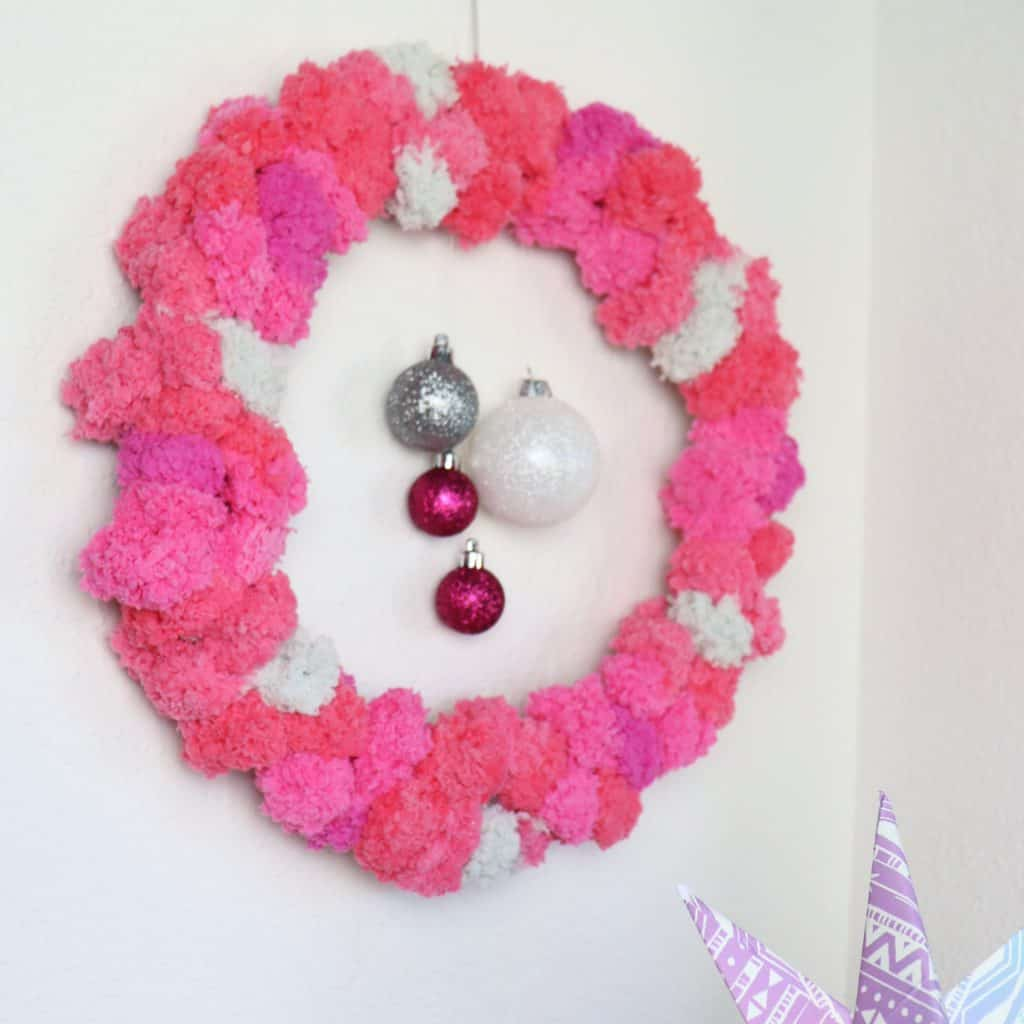 Easy DIY pom pom wreath