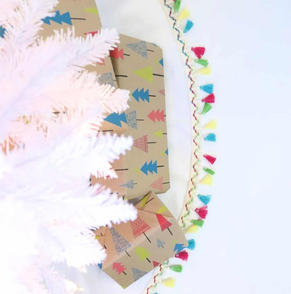how to make a christmas tree skirt with tassels - square