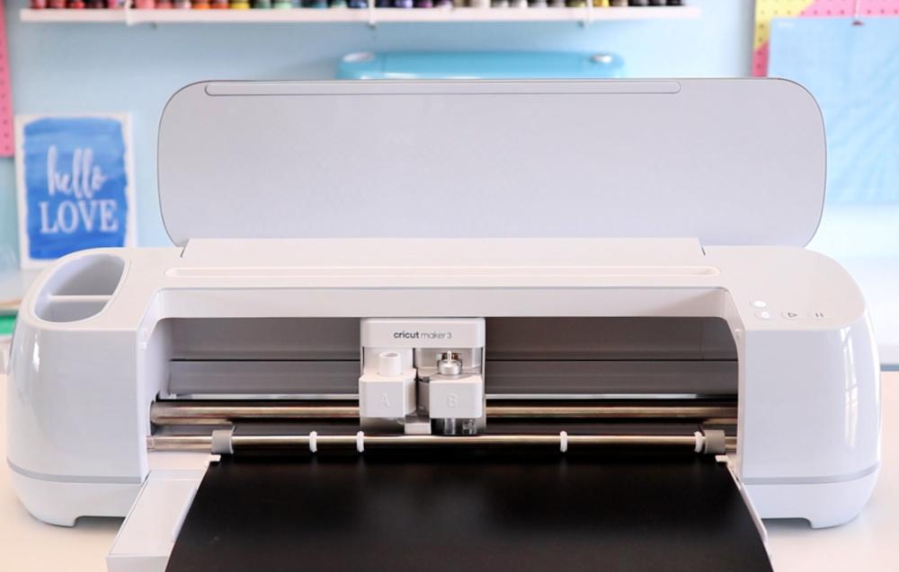 Cricut Maker 3 cutting Smart Vinyl